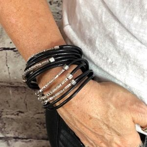 Jewelry - Luxurious French-designed leather magnet bracelet